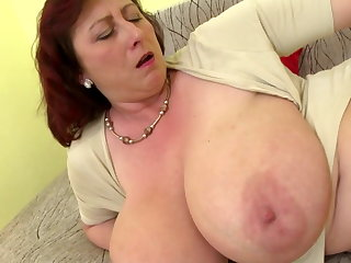 Mature queen nourisher with big tits and hungry cunt
