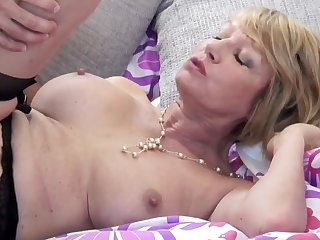 Mature slut mom suck and fuck young guy