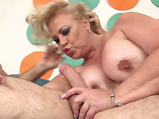 Fatty ass mature gets fucked in pretty hard modes