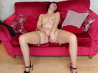 Short haired adult brunette Penny Brooks fingers her insouciant pussy