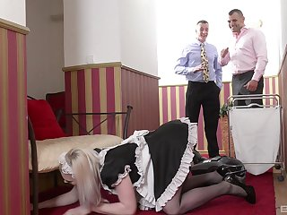 X housemaid Carly Rae sucked two stong shafts at hammer away same time