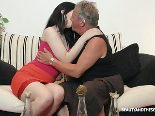 Lovely brunette Sheril Come to light blows older man in 69 position