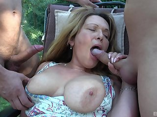 Mature amateur gets fucked give a threesome give the back yard