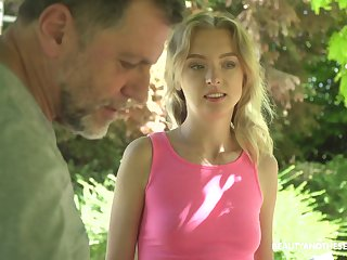 Hot teen satisfies an aged man's sexual cravings outdoors