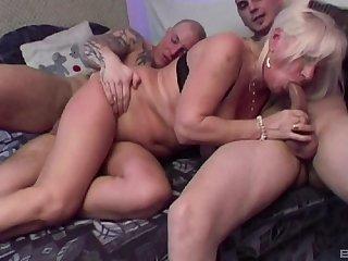 Mature amateur Lizzy loves having double penetration triple