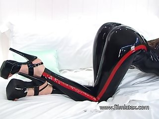 Wondrous naughty latex floosie wanna brag off her juicy booty