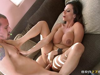 Trimmed pussy matured Ariella Ferrera spreads her legs for fucking