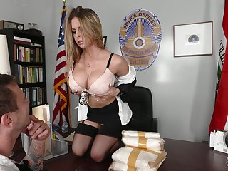 Busty officer Rachel Roxxx gets a mouthful of cum surcease imbecilic sexual connection in the office