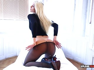 Enjoy a hot blonde beauty similar off their way smoking body in different scenarios.