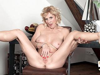 Someone's skin Seven-Year Itch - Molly Maracas - 50PlusMILFs
