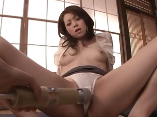 Automated pussy pleasuring with sex toys makes Maki Hojo mourn over